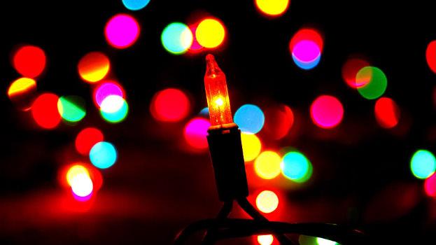 Simon Brico ilumina por Navidad cuatro centros de San Juan de Dios