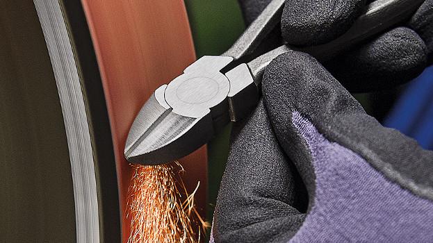 Knipex aporta calidad en todo el proceso de fabricación de sus alicates