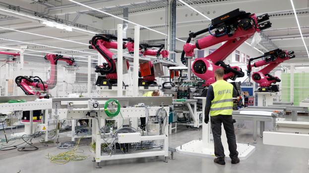 La era de las máquinas: la alta tecnología irrumpe en la fábrica de Rittal