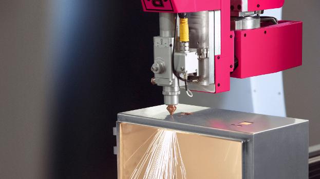 Gartner Elektrotechnik incorporó como activo valioso el centro de mecanizado láser en 3D Perforex de Rittal
