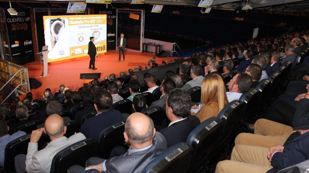 El Grupo Ferroli realiza en el Santiago Bernabéu un evento conducido por Carlos Latre para presentar sus novedades