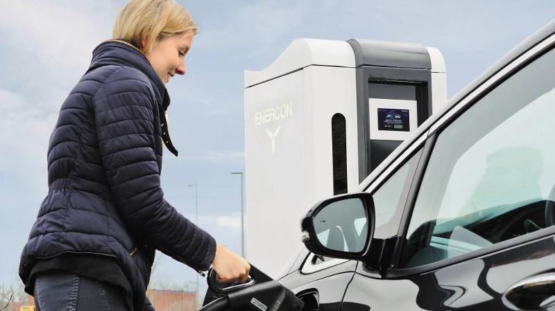 Rittal ofrece soluciones para la movilidad eléctrica: Infraestructura de carga estándar, segura y rápida