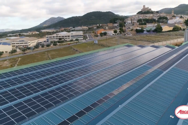 La nueva planta fotovoltaica de Aiscan evita la emisión de 613T de CO2