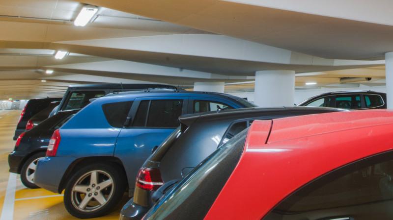 SubstiTUBE T8 Connected de LEDVANCE impulsa la iluminación inteligente en parkings e industrias