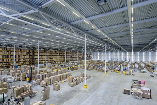 Tendencias y desafíos actuales en iluminación del sector logístico